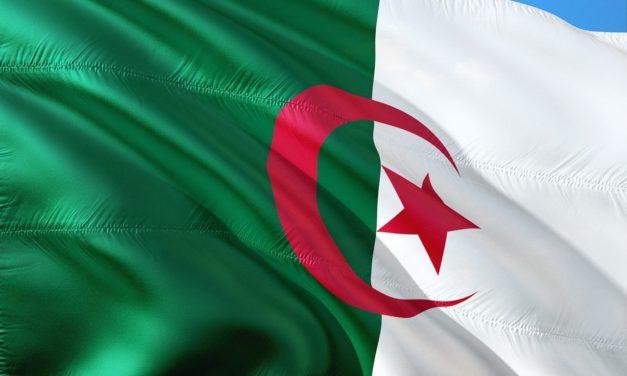 Алжир закрыл воздушное пространство для военной авиации Франции в ответ на высказывание Макрона